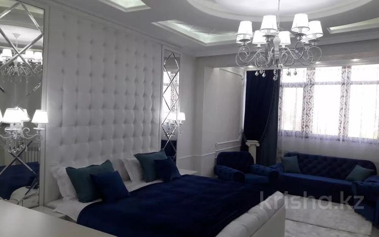 1-комнатная квартира, 50 м², 5/16 этаж посуточно, проспект Кунаева 39 — Мадели кожа за 15 000 〒 в Шымкенте, Аль-Фарабийский р-н