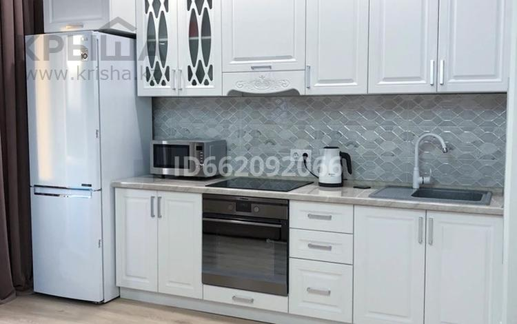 1-комнатная квартира, 38 м² помесячно, Ильяса Омарова 27 за 130 000 〒 в Нур-Султане (Астана), Есиль р-н