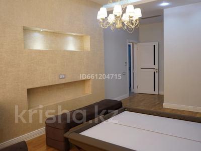 3-комнатная квартира, 129 м², 10/12 этаж помесячно, Ходжанова 92 — Аль-Фараби за 630 000 〒 в Алматы, Медеуский р-н — фото 13