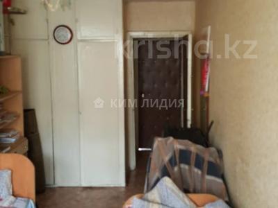 3-комнатная квартира, 60 м², 4/4 этаж, мкр №3, Мкр №3 за 16 млн 〒 в Алматы, Ауэзовский р-н