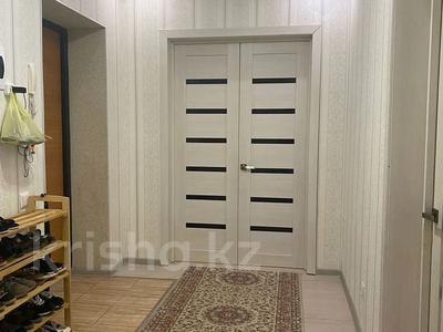 2-комнатная квартира, 58 м², 8/9 этаж, мкр 5 18 — А Молдагулова за 18.8 млн 〒 в Актобе, мкр 5