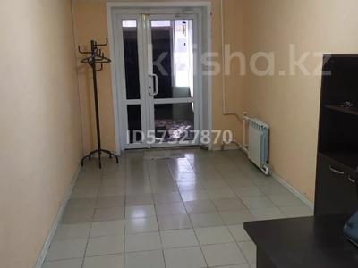 Офис площадью 53 м², проспект Мира 76 — проспект Металлургов за 10.5 млн 〒 в Темиртау — фото 2