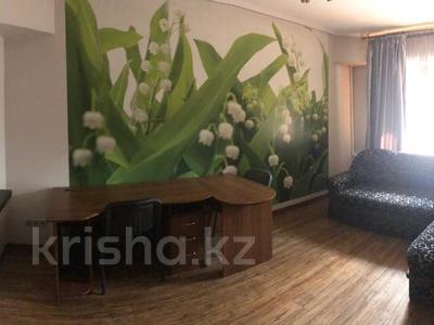 3-комнатная квартира, 65 м², 1/5 этаж помесячно, проспект Назарбаева 55 — Молдагуловой за 220 000 〒 в Алматы, Алмалинский р-н — фото 4