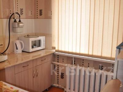 3-комнатная квартира, 60 м², 2/5 этаж посуточно, Абдирова 34/1 за 8 000 〒 в Караганде, Казыбек би р-н — фото 2