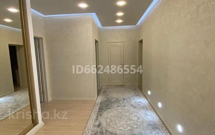 2-комнатная квартира, 80 м², 5/6 этаж, Мустафы шокая за 20 млн 〒 в Актобе, мкр. Батыс-2