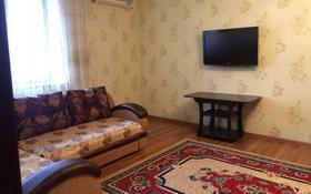 1-комнатная квартира, 50 м², 3/9 этаж посуточно, Шайкенова 1 за 7 000 〒 в Актобе, мкр 11