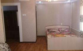 1-комнатная квартира, 60 м², 2/5 этаж посуточно, проспект Яссауи 45 — Момышулы за 5 000 〒 в Кентау