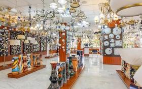 Магазин площадью 200 м², проспект Бухар жырау — Бульвар-Мира за 4 000 〒 в Караганде, Казыбек би р-н