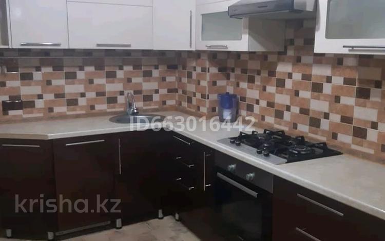 4-комнатная квартира, 80 м², 1/5 этаж помесячно, Самал 11 за 120 000 〒 в Талдыкоргане