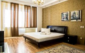 1-комнатная квартира, 50 м², 5/9 этаж посуточно, ул. Сатпаева 60 за 14 000 〒 в Атырау
