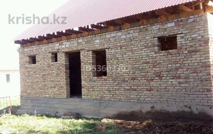 5-комнатный дом, 105 м², 6 сот., Абая 1г за 5.5 млн 〒 в Жамбыле