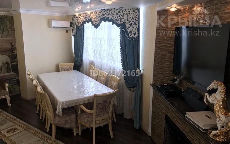 4-комнатная квартира, 205 м², 6/16 этаж, Кулманова 1 за 75 млн 〒 в Атырау