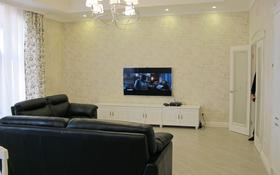 4-комнатная квартира, 202 м², 7/8 этаж помесячно, Омаровой 37 за 620 000 〒 в Алматы, Медеуский р-н