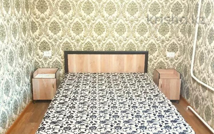 1-комнатная квартира, 40 м², 2/5 этаж по часам, Бухар Жырау 75 — 45 квартал за 1 500 〒 в Караганде