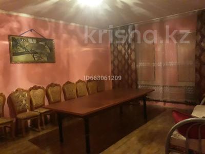 10-комнатный дом, 200 м², 10 сот., улица Жанибек Батыра за 35 млн 〒 в Туркестане