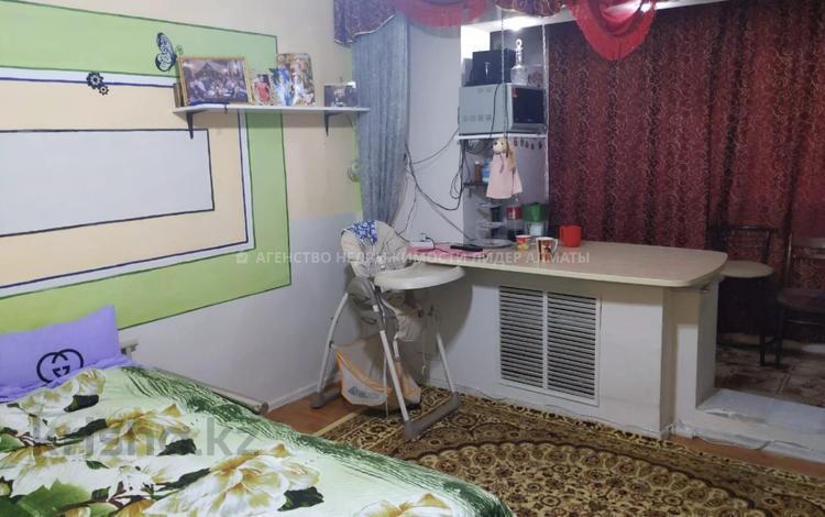 2-комнатная квартира, 40 м², 1/5 этаж, мкр Аксай-3, Мкр Аксай-3 15 за 13.8 млн 〒 в Алматы, Ауэзовский р-н