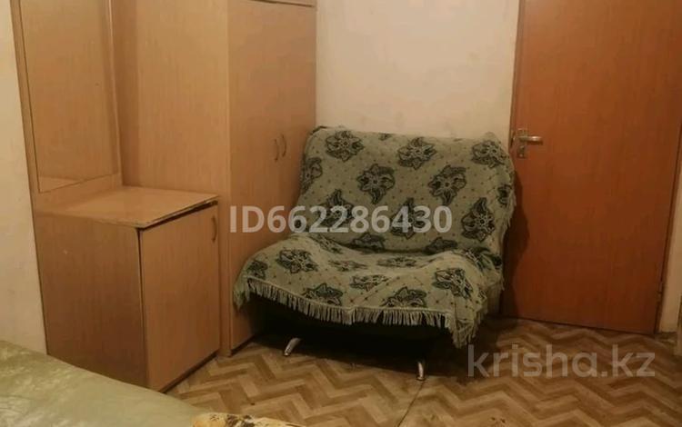 3-комнатная квартира, 65 м², 1/5 этаж, мкр Майкудук, 15й микрорайон за 7.8 млн 〒 в Караганде, Октябрьский р-н