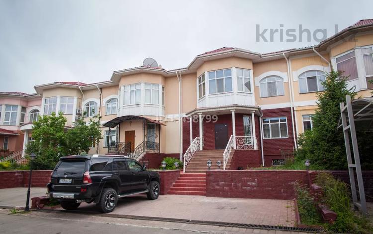 5-комнатный дом, 280 м², 5 сот., мкр Мамыр-1, Шаляпина 27А за 152 млн 〒 в Алматы, Ауэзовский р-н