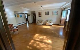 6-комнатная квартира, 180 м², 4/4 этаж помесячно, Валиханова 137 — Курмангазы за 580 000 〒 в Алматы, Медеуский р-н