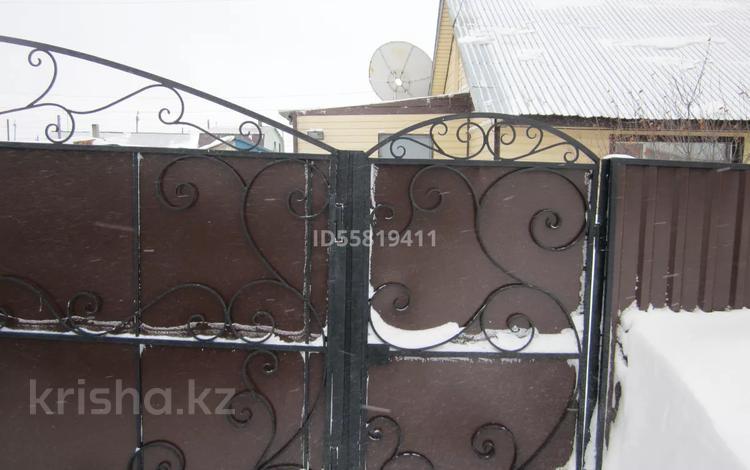 3-комнатный дом, 63.9 м², 5.5 сот., 40 лет влксм 33-2 за 8 млн 〒 в Караганде, Октябрьский р-н