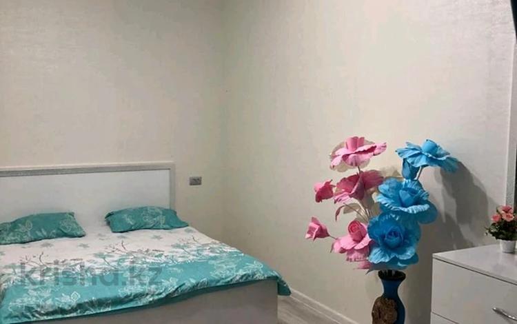2-комнатная квартира, 58 м², 2/9 этаж посуточно, Тауке хана 33/3 за 10 000 〒 в Шымкенте, Абайский р-н