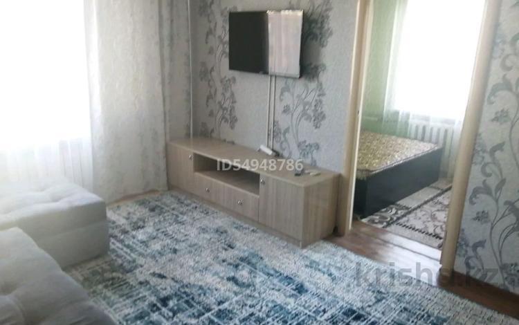 2-комнатная квартира, 45 м², 4/4 этаж посуточно, Ул. Шевченко 120 за 8 000 〒 в Талдыкоргане