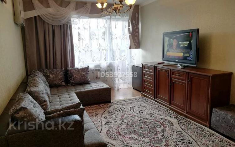2-комнатная квартира, 60 м², 3/9 этаж посуточно, улица Пермитина 29 за 12 000 〒 в Усть-Каменогорске