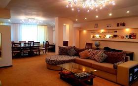 4-комнатная квартира, 160 м², 2/5 этаж помесячно, Сатпаева 42 за 300 000 〒 в Атырау