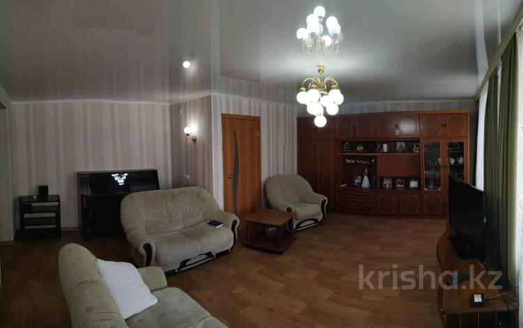 5-комнатная квартира, 121 м², 1/2 этаж, проспект Сатпаева 21 за 42.9 млн 〒 в Усть-Каменогорске