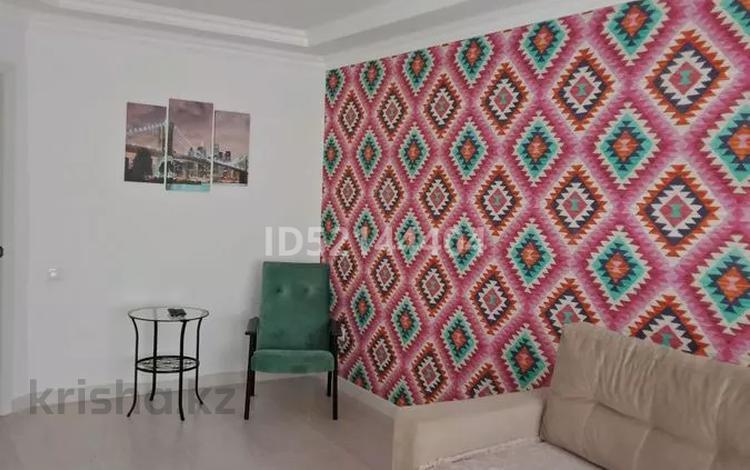 1-комнатная квартира, 45 м², 1/5 этаж посуточно, Мустафа Шокая за 5 000 〒 в Актобе, мкр. Батыс-2
