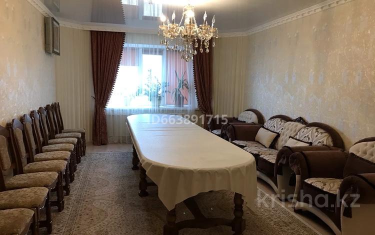 3-комнатная квартира, 113 м², 2/5 этаж посуточно, мкр. Батыс-2, Мангилик ел 5 за 20 000 〒 в Актобе, мкр. Батыс-2