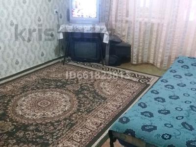 1-комнатная квартира, 45 м², 4/10 этаж посуточно, 11 мкр 111 за 4 500 〒 в Актобе, мкр 11