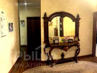 4-комнатная квартира, 140 м², 2/15 этаж, Навои 62 — Джандосова за 60 млн 〒 в Алматы, Ауэзовский р-н — фото 10