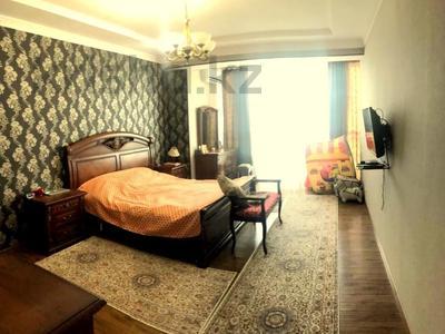 4-комнатная квартира, 140 м², 2/15 этаж, Навои 62 — Джандосова за 60 млн 〒 в Алматы, Ауэзовский р-н — фото 14