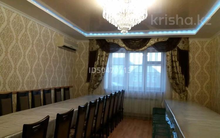 11-комнатный дом, 330 м², 2.5 сот., улица Некрасова 47 — Пушкина за 30 млн 〒 в Уральске