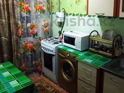 1-комнатная квартира, 36 м², 3/3 этаж посуточно, Акын сара 116 — Кабанбай батыра за 5 000 〒 в Талдыкоргане — фото 3