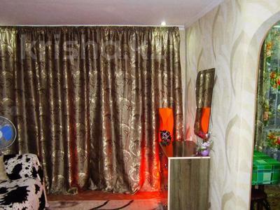 1-комнатная квартира, 36 м², 3/3 этаж посуточно, Акын сара 116 — Кабанбай батыра за 5 000 〒 в Талдыкоргане — фото 2