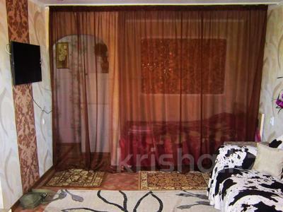 1-комнатная квартира, 36 м², 3/3 этаж посуточно, Акын сара 116 — Кабанбай батыра за 5 000 〒 в Талдыкоргане