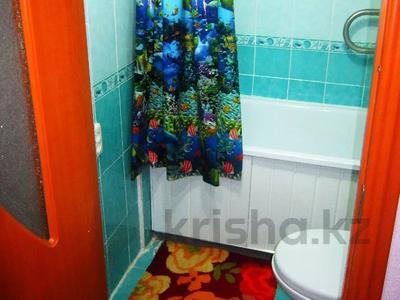 1-комнатная квартира, 36 м², 3/3 этаж посуточно, Акын сара 116 — Кабанбай батыра за 5 000 〒 в Талдыкоргане — фото 5