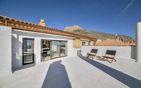 5-комнатная квартира, 220 м², 2/2 этаж, Altea, Carrer la Mar 17 за 270.9 млн 〒 в Аликанте