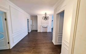 4-комнатная квартира, 140 м², 7/9 этаж, Кулманова 152 за 65 млн 〒 в Атырау