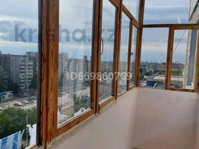 2-комнатная квартира, 54 м², 9/10 этаж, мкр Юго-Восток, Мкр Гульдер 1 3 за 18.2 млн 〒 в Караганде, Казыбек би р-н