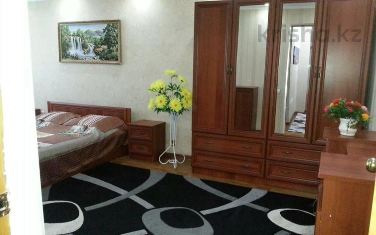 1-комнатная квартира, 40 м², 1/5 этаж посуточно, Балапанова 6 — Ракишева за 7 000 〒 в Талдыкоргане