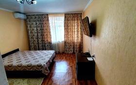 1-комнатная квартира, 37 м², 7/9 этаж посуточно, Муканова 18 — Строителей за 5 000 〒 в Караганде, Казыбек би р-н