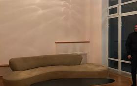 5-комнатный дом помесячно, 500 м², 6 сот., Самал3 25/4 за 1.2 млн 〒 в Алматы