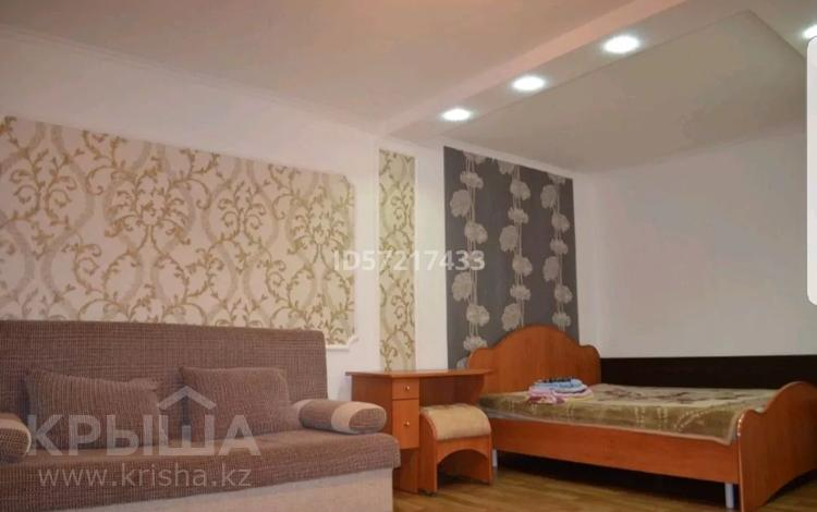 1-комнатная квартира, 35 м², 1/5 этаж посуточно, Акана серэ 65 — Темирбекова за 4 000 〒 в Кокшетау