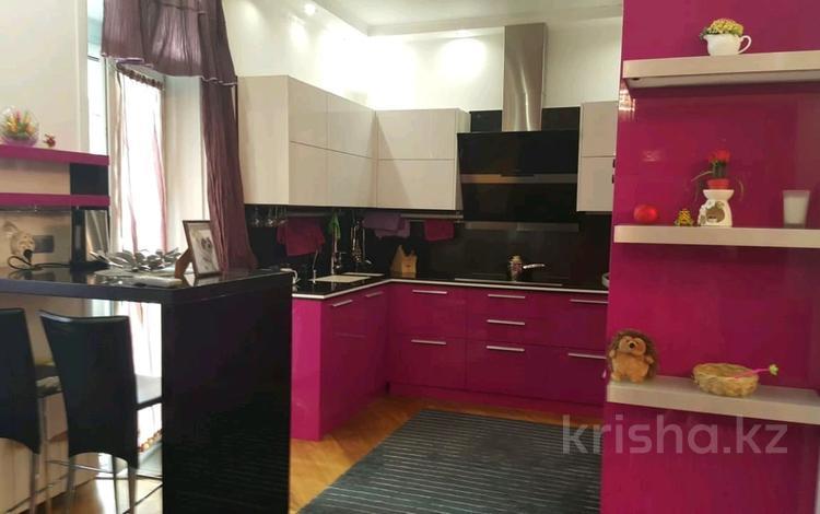 3-комнатная квартира, 110 м² помесячно, Достык 250 за 450 000 〒 в Алматы, Медеуский р-н