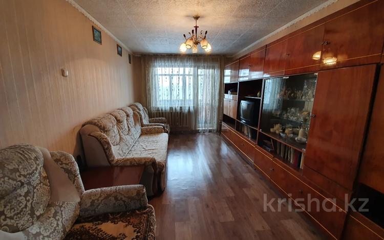 2-комнатная квартира, 44.3 м², 4/5 этаж, 16-й мкр 25/2 за ~ 8.3 млн 〒 в Караганде, Октябрьский р-н