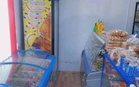 Магазин площадью 27 м², мкр Шанхай, Бар.Жубановых 200а Бр.Жубановых 200 а — Вавилова за 80 000 〒 в Актобе, мкр Шанхай