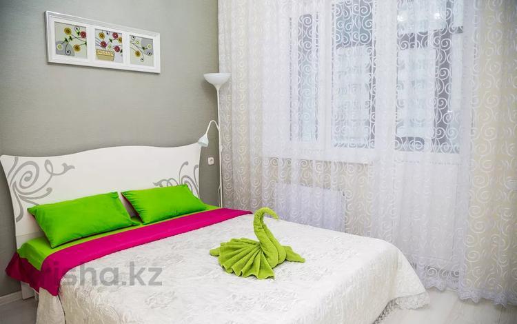 2-комнатная квартира, 55 м², 4/15 этаж посуточно, Мангилик Ел 17 — Алматы за 11 000 〒 в Нур-Султане (Астана), Есиль р-н